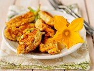 Рецепта Пържени панирани цветове от тиквички в панировка от брашно, яйца и лимонада